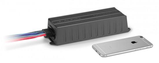 JL Audio MX280-4-sammen-med-en-Iphone